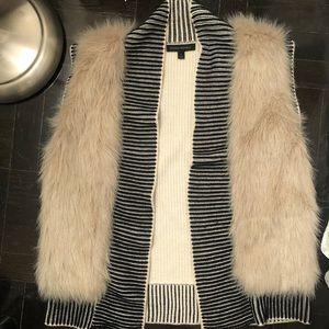 Banana Republic small faux fur sweater vest
